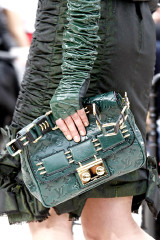 2009-fall-louis-vuitton-handbag-collection-9.jpg