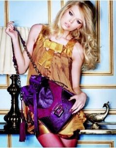 В новой коллекции Guess сумки ярких, энергичных, насыщенных оттенков.