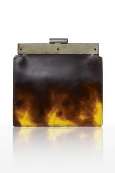 Формы сумок самые разные - от маленьких сумок в форме блокнотиков до...