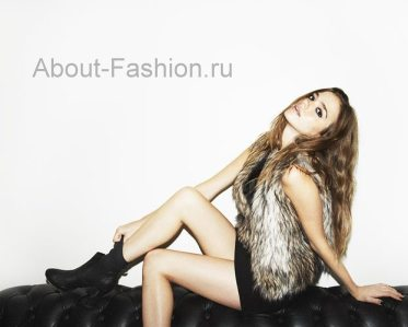 Меховой жилет под короткое платье с ботинками под носки - смелый и яркий...